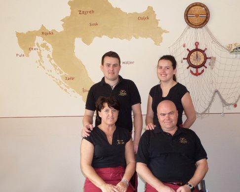 Familie Šimić im Restaurant